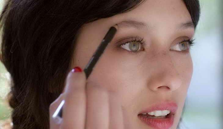 как правильно красить брови карандашом видео