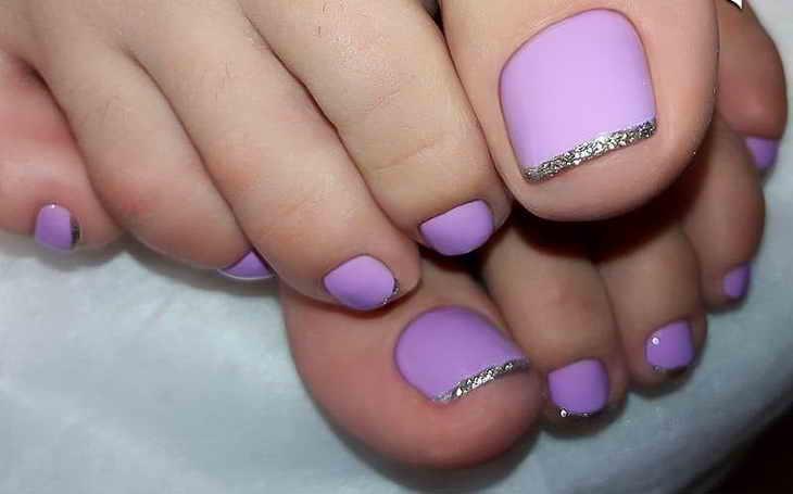 педикюр френч с фиолетовой фольгой
