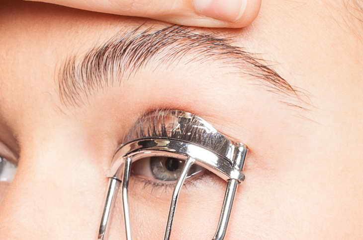 как увеличить глаза с помощью макияжа щипчиками
