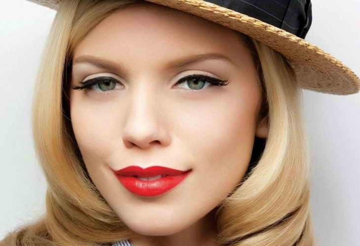макияж для блондинок классика