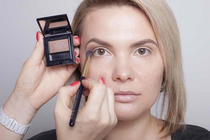 макияж для нависшего века тени