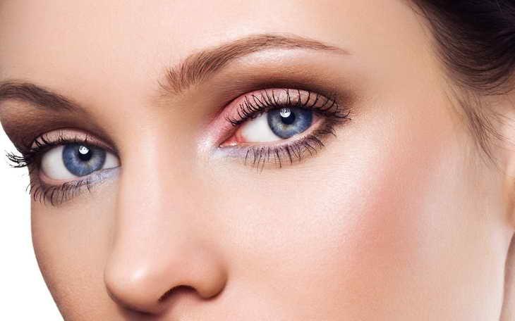 дневной макияж для серо голубых глаз