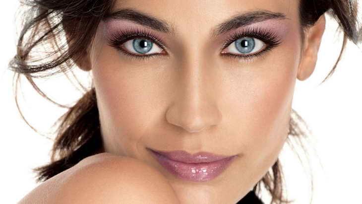 макияж для серо голубых глаз для шатенки