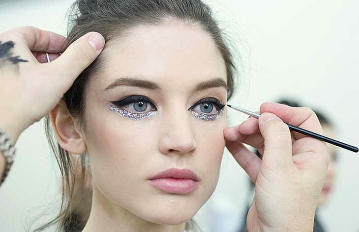 повседневный макияж для серо голубых глаз