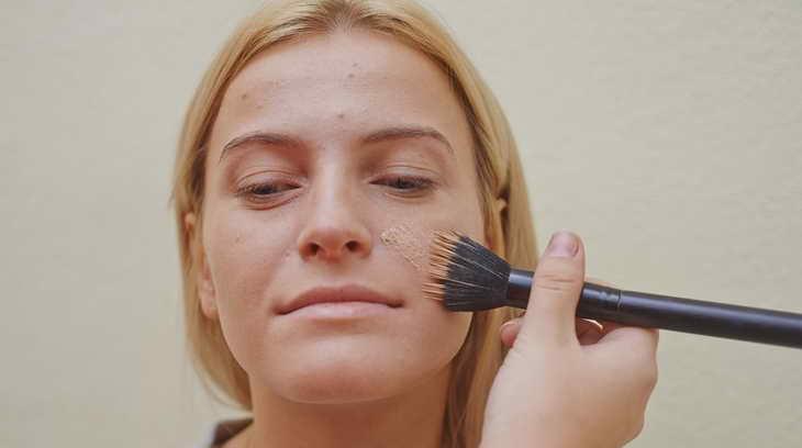 легкий макияж для серо голубых глаз