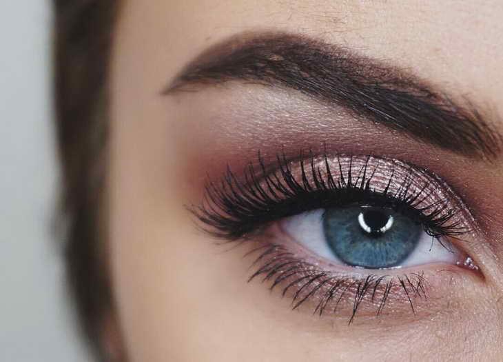 макияж для серо голубых глаз смоки