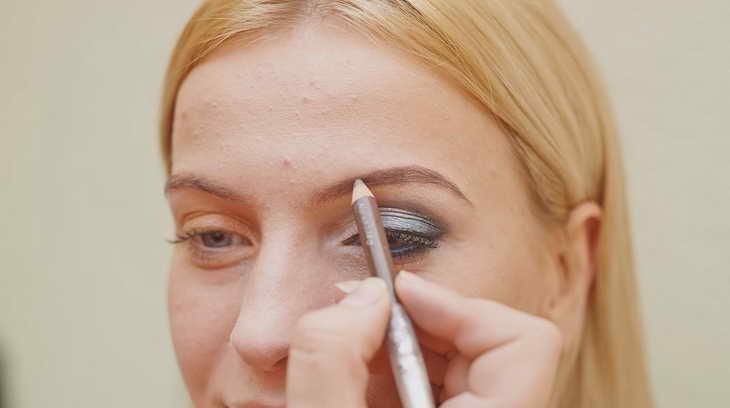 макияж для серо голубых глаз как себе делать
