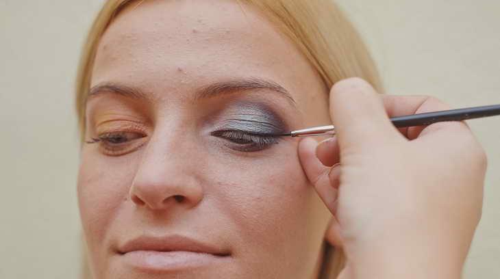 макияж для серо голубых глаз визажист