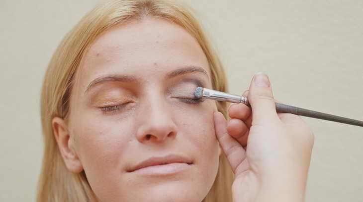 макияж для серо голубых глаз самой себе
