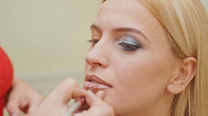 макияж для серо голубых глаз какие губы