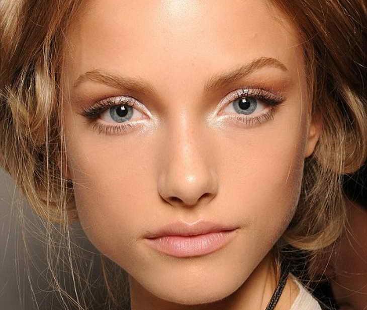 макияж для серо голубых глаз нависшее веко