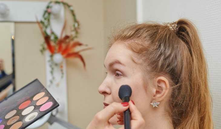макияж для серо зеленых глаз самой себе как делать