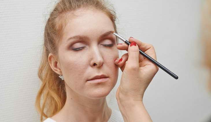 макияж для серо зеленых глаз брови