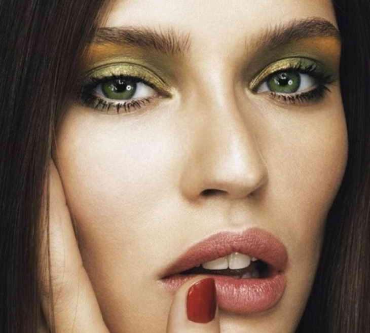 повседневный макияж для зеленых глаз шатенка