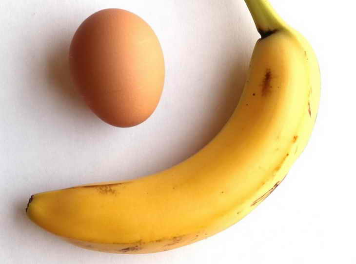 Маска с яйцом и бананом