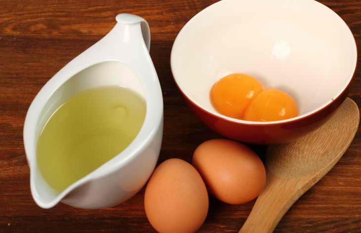 Маска с яйцом и оливковым маслом