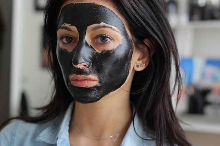 маска из активированного угля