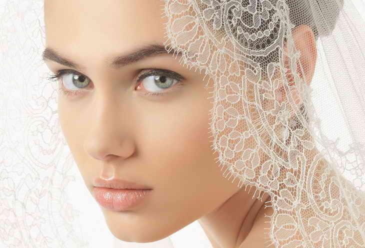 чем отличается свадебный макияж от вечернего