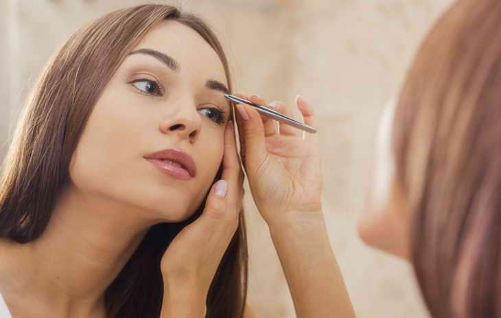 как самостоятельно сделать брови красивыми