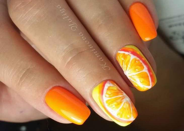 маникюр с оранжевыми цветами