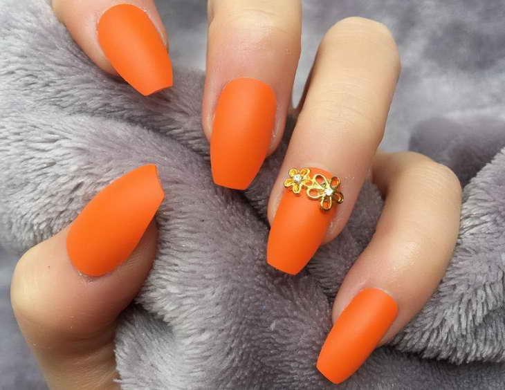 оранжевые ногти очень красивый