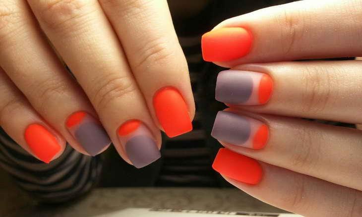 маникюр оранжевый с серым