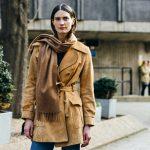 4 способа, как оригинально носить шарф этой осенью