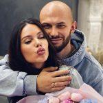 Джиган прощен: счастливая Оксана Самойлова позирует наруках уоскандалившегося мужа