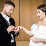 Кети Топурия вышла замуж заЛьва Деньгова, откоторого вскоре родит малыша